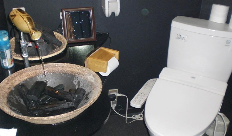 炭焼きやきとりなトイレ